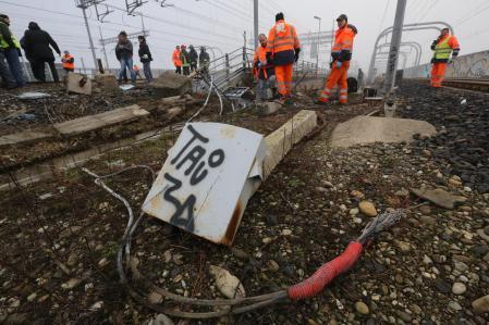 ++ Ferrovie:incendio doloso vicino Bologna, treni fermi ++